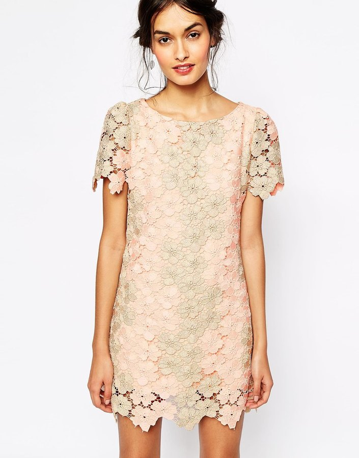 Платье из кружева бежевое
