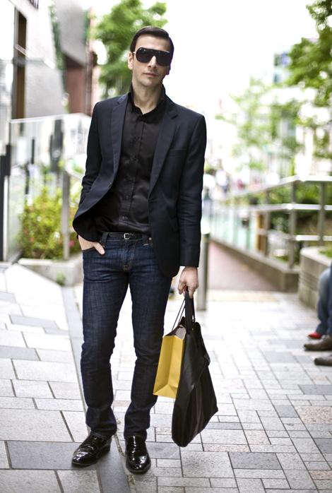Что одеть с темными джинсами мужчинам