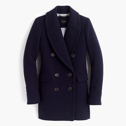 Combinar un abrigo azul marino