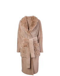 Abrigo con cuello de piel marrón claro de Yves Salomon