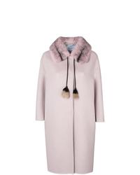 Abrigo con cuello de piel rosado de Prada