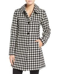 Abrigo de pata de gallo en blanco y negro de Kate Spade