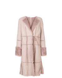 Abrigo de piel de oveja rosado de Alexander McQueen