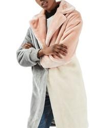 Abrigo de piel rosado de Topshop