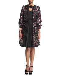 Abrigo de terciopelo con print de flores morado oscuro de Marc Jacobs