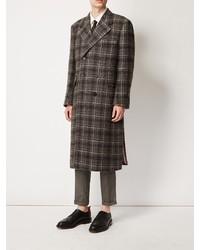 Abrigo largo a cuadros marrón de Thom Browne