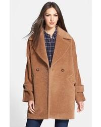 Abrigo marrón de Trina Turk