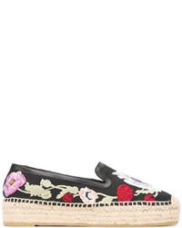Alpargatas de cuero con print de flores negras de Alexander McQueen