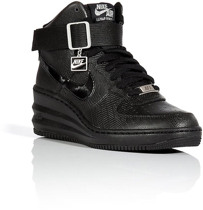 basket nike noir compensée