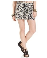 How to Wear Black and White Floral Shorts (15 looks) | Women's Fashion