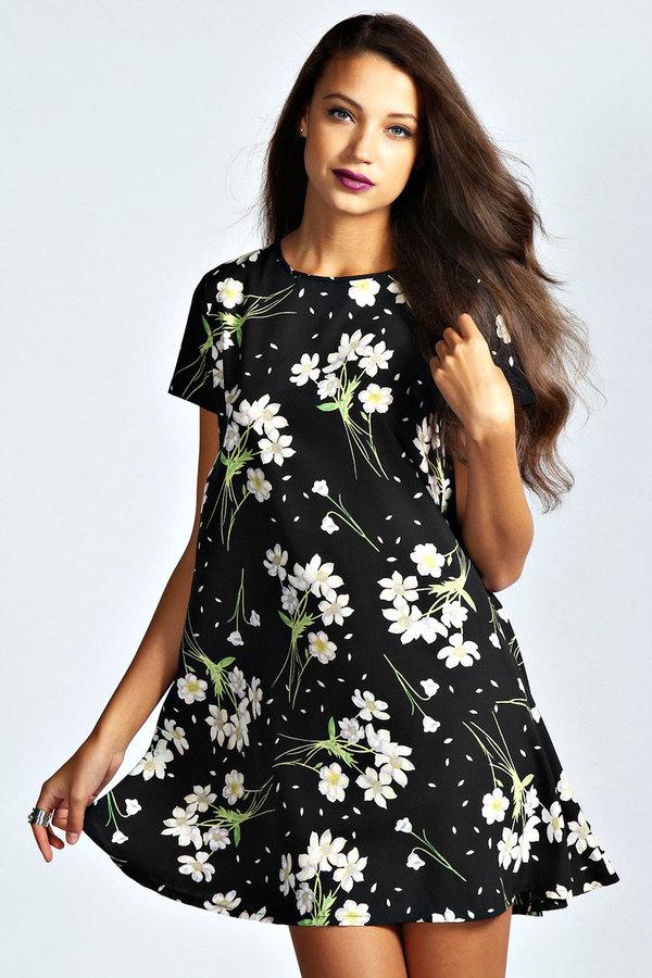 faaf380c5038 Boohoo Alice Daisy Swing Dress, $26 | BooHoo | Lookastic.com