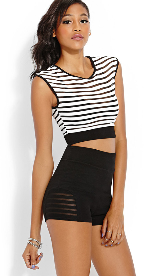 Discount Tops for Women Finding the right tops for women, at the right price can be difficult. You want a stylish look, but you don't want to spend a fortune.