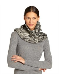 Black and white two toned knit scarf medium 127007