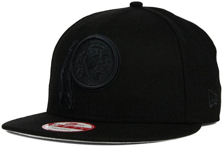 e346a0efb08 ... New Era Washington Redskins Black On Black 9fifty Snapback Cap ...