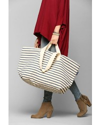 Baggu Weekender Oversize Tote Bag   Where to buy & how to wear