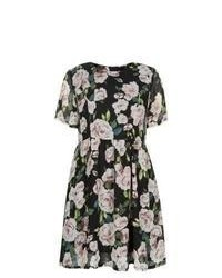 8910793a38 Exclusives New Look Black Short Sleeve Floral Print Skater Dress