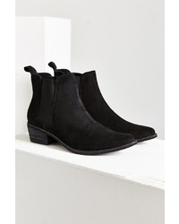 80fe855694d7 ... Urban Outfitters August Pointy Toe Chelsea Boot