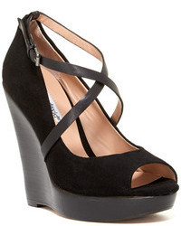 Charles David Nimble Wedge Pump