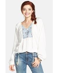 3e4e5c207 Comprar una blusa campesina bordada en blanco y azul: elegir blusas ...