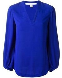 2f5691a5992a6 Look de moda  Blusa de manga larga de seda azul