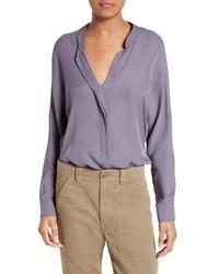 Blusa de seda violeta claro de Vince