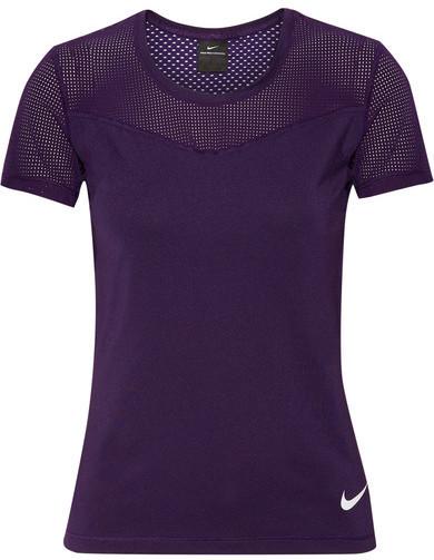 e8042772ed Blusa en Violeta de Nike  dónde comprar y cómo combinar
