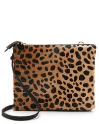 Bolso bandolera de ante de leopardo marrón claro de Clare Vivier