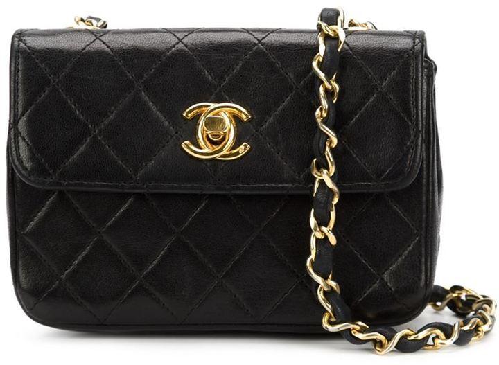 Bolso bandolera de cuero acolchado negro de Chanel  dónde comprar y ... 95c10c8327