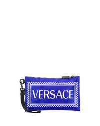 Bolso con cremallera de cuero estampado azul de Versace