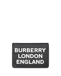 Bolso con cremallera de cuero estampado en negro y blanco de Burberry