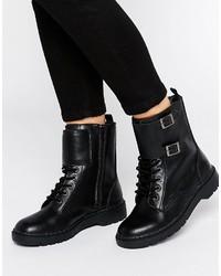 Botas planas con cordones de cuero con tachuelas negras