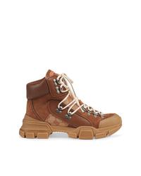 Botas planas con cordones de cuero marrónes de Gucci