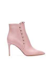 Botines de cuero con tachuelas rosados de Valentino
