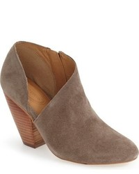 Yonkers almond toe cutout bootie medium 750515