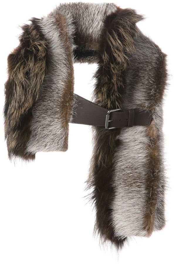how to wear a fur scarf