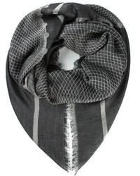 Bufanda con estampado geométrico en gris oscuro de Chanel