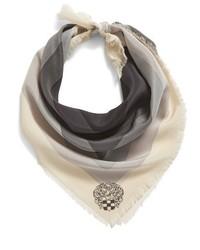Bufanda de seda con estampado geométrico negra de Vince Camuto