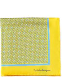 Bufanda de seda estampada amarilla de Salvatore Ferragamo