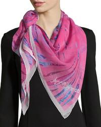 Bufanda de seda rosa de Anna Coroneo