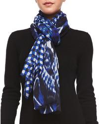 Bufanda estampada azul marino de Oscar de la Renta