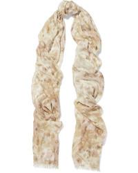 Bufanda estampada en beige de AERIN