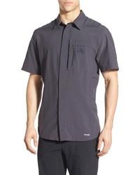 Camisa de manga corta en gris oscuro de adidas