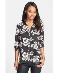 0babe366e30 Cómo combinar una camisa con print de flores en negro y blanco (4 ...