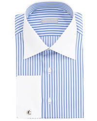 Camisa de vestir de rayas verticales en blanco y azul