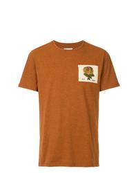 Camiseta con cuello circular bordada en tabaco de Kent & Curwen