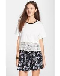Camiseta con cuello circular de crochet blanca de Chloe K