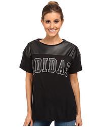 Camiseta con cuello circular de cuero estampada en negro y blanco