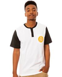Camiseta henley en blanco y negro