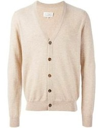 Khaki casual pants and a cardigan is a versatile combination that will provide you with variety.