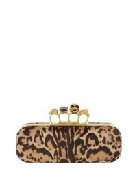 Cartera sobre de ante de leopardo marrón claro de Alexander McQueen
